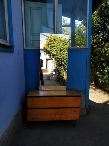 в прикроватной тумбочке хранятся в Кыргызстан: Продаю или меняю. Тумбочка с зеркалом. находится в городе Токмок