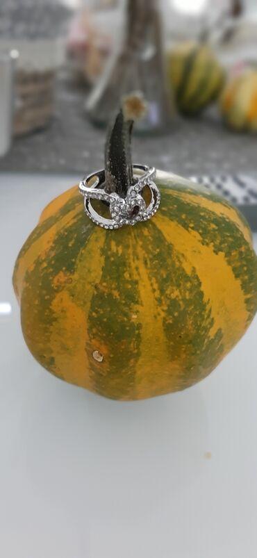 Zenski prstenNOV!! Prelepi cirkoni, velicina