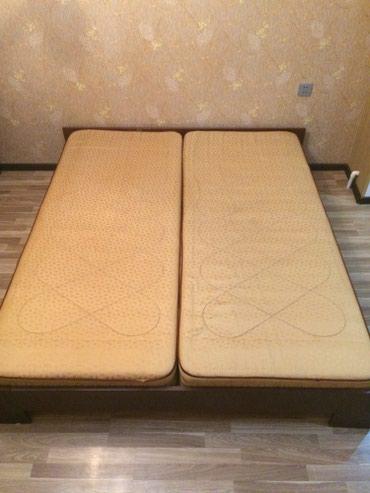 Bakı şəhərində Taxt satılır purjunlu matrasla bırlikde. Krovat cox seliqeli