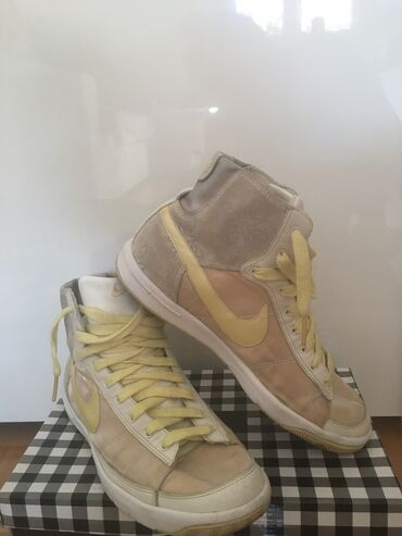 Ženska patike i atletske cipele | Nis: Prelepe Nike patike, ocuvane 1999