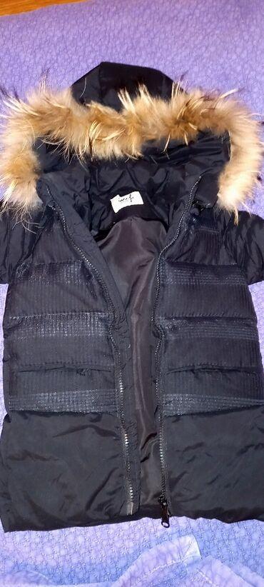 Куртка в идеальном состоянии, пуховик очень тёплая! На 2-5лет! Мех