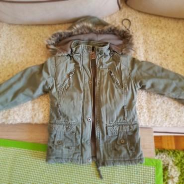 Dečija odeća i obuća - Majdanpek: Zimska jakna br.6,veoma topla,malo oguljeni rukavi,zbog toga i niza
