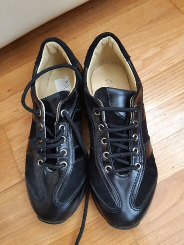 Dečije Cipele i Čizme - Crvenka: AKCIJAAA Dečije cipele/patike za decake. Velicina je 31. Kožne su