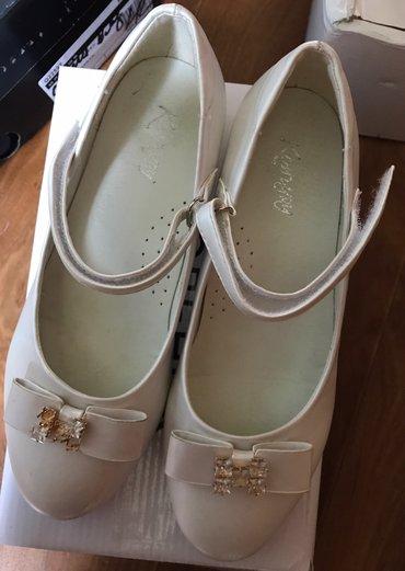 белые туфли,размер 36,фирма кенгуру,состояние идеал,носили 1раз в Бишкек