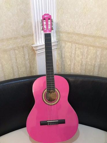 Bakı şəhərində Markası Mega, yeni, çəhrayı klassik gitara, çexolsuz 115, çexollu 120.