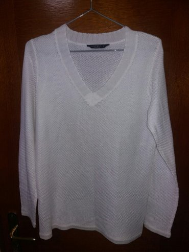 Sniženo! Beli ženski džemper, nije nošen, prelepo stoji i premekan je, - Kragujevac