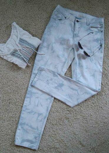Pantalone m tamno braon imaju dva zakopcavanja napred - Srbija: Skinny pantalone nezno plave boje. Veličina M.Uske, klasicni džepovi