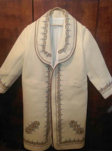 Другая мужская одежда - Сокулук: Продается чепкен и калпак, все новое. На базаре такой набор стоит от
