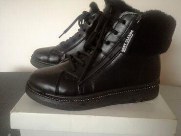 Nove toplo postavljene cizme vel.39. Unutrasnje gaziste 25cm