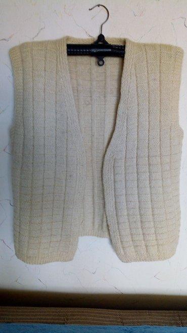 Prsluk-zenski-m-stepovan-duz-cm-sirina-ramenacm-srednje - Srbija: Nov vunen zenski prsluk. obim grudi. 110cm. duz. 68cm