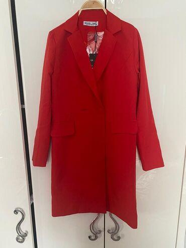 Продаю платье-пиджак красного цвета очень красивая и удобная можно