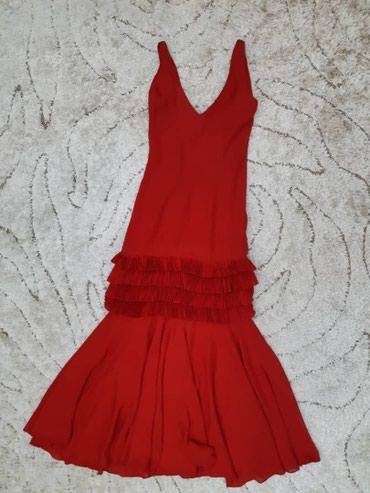 Платье красное рыбка с воланами, имеется пояс расшитый чешским