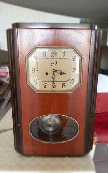 Bakı şəhərində Əntiq divar saatı satılır.