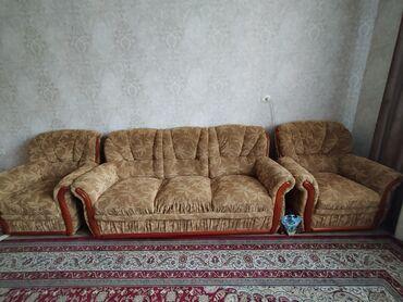 staryj divan sovetskij в Кыргызстан: Продаю диван с двумя креслами. В хорошем состоянии
