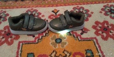туфли зелёного цвета в Кыргызстан: Продаю детскую красовку. 24 р. цвет хаки . за. 300 сом