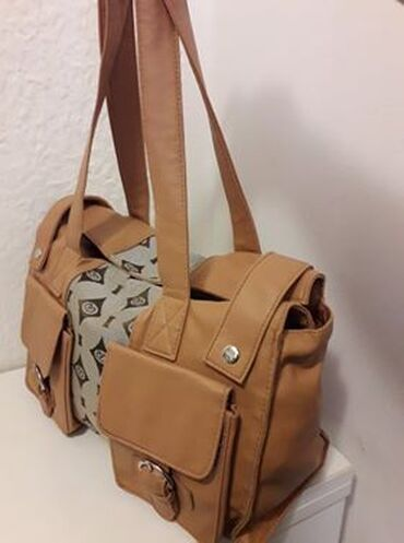 Pvc vrata - Srbija: Prodajem dobro ocuvanu Avon torbu od PVC materijala. Zuckasto braon je