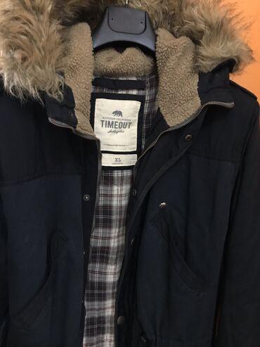 Pamučna jakna sa kapuljačom.  Jakna TIMEOUT  Širina u ramenima: 51 c