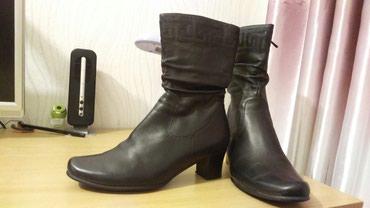 Женские демисезонные сапожки,размер 41,одевала 1 раз,покупала за 3000 в Бишкек
