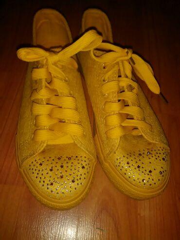 Ženska patike i atletske cipele | Jagodina: Prelepe zute patikice,nalik starkama,letnje,nikad nosene,kupljene