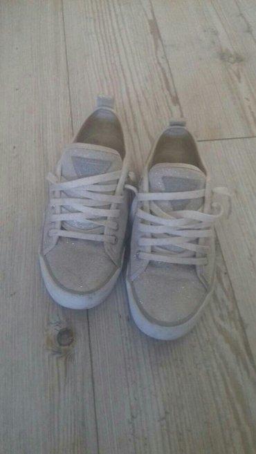 Ženska patike i atletske cipele | Kragujevac: Guess patike 37,stanje kao na slici,ima malo ostećenje-uslikano