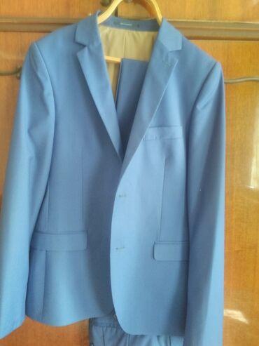 Личные вещи - Кара-Балта: Продаётся костюм в отличном состоянии, парень одевал один раз на