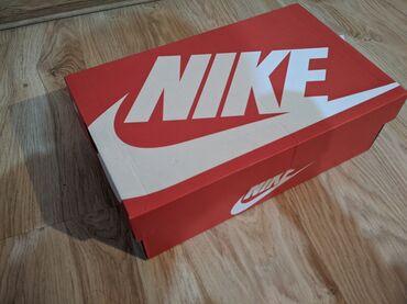 Оригинал, не подошли по размеру. Nike court vintage. 42 размер (26.5