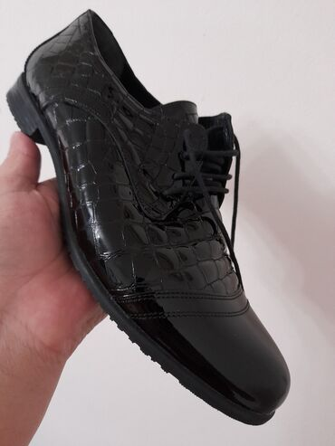 Кожаные турецкие новые ботинкиразмер 40,покупали за 7000, отдаём за