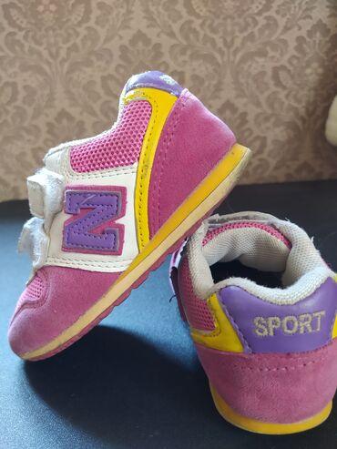 Детская обувь в хорошем состоянии все целое! Цена 150 и 200сРазмеры