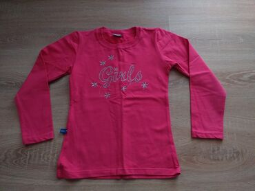 Nova bluza veličina 10, nije nošena. Moguća kombinacija sa drugim