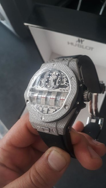часы дешок в Кыргызстан: Часы Hublot качество А++, цена 100$ есть незначительный брак, его