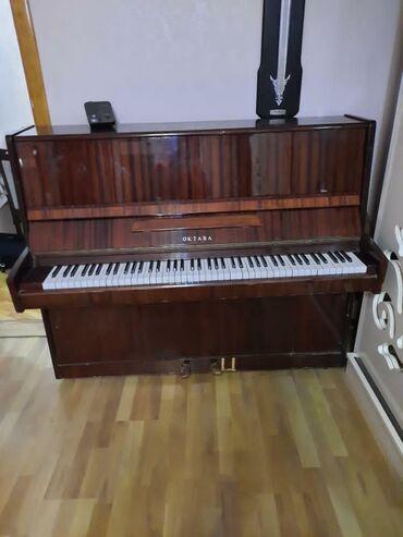 Oktava piano satilir. Qiymeti 120 azn.Tam ishlekdir problemsizdir