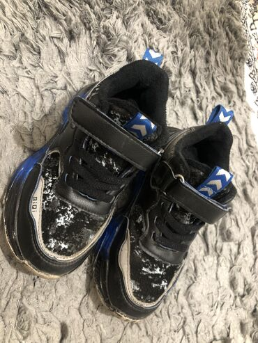 Продаю утеплённые кроссовки!В очень хорошем состоянии!27 размер ‼️‼️‼️
