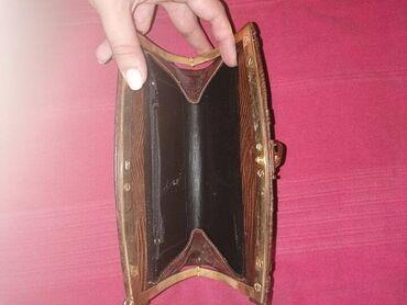 Torba je dimenzija - Srbija: Kožna torba, dimenzije 23cmx15cm,očuvana. bez oštećenjaImala je kaiš