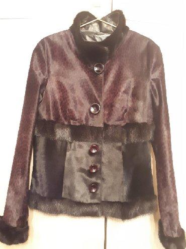 женскую куртку новую в Кыргызстан: Продаю, новую, эксклюзивную, куртку. Производство Турция
