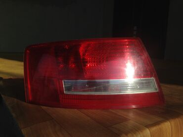 audi a6 25 mt в Кыргызстан: Фара Audi A6 Есть трещина на стекле Ну все крепления целые фара заборн