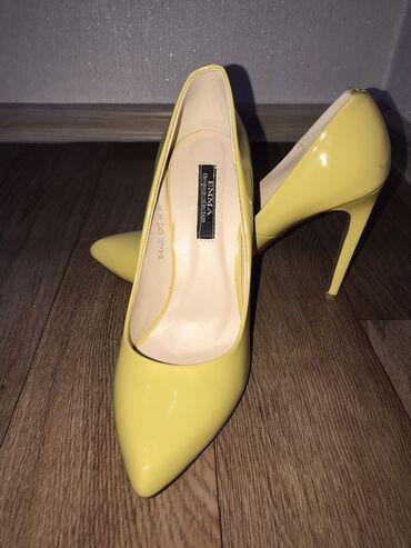 emma tufli в Кыргызстан: Туфли. Фирма Emma. Цвет: желтый. Размер: 40. Каблук: 9 см. Носили один