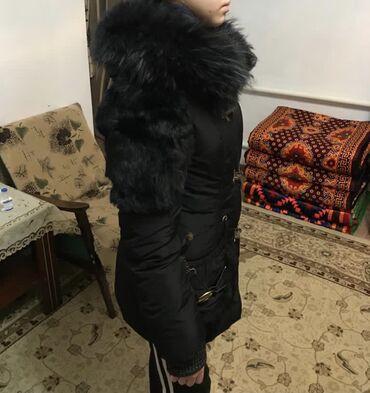 жен куртка в Кыргызстан: Женская куртка натуралка, очень тёплая, размер -46-48 (M-L)  Новая  Би