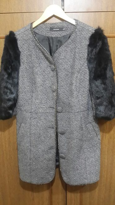 Nazik palto Tam sezonudu.Ne cox qalin ne cox nazikdi.Yeni kimidi. L_xl