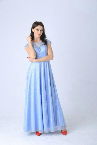 Очень милое платье с нежными блёстками переливается как красивое
