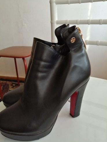 Женская обувь в Токмак: Шикарные смотрятся оболденно на ножке размер 37 деми состояние