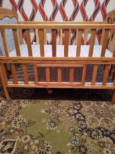 Отличная удобная кроватка почти новая Торг уместен!!!