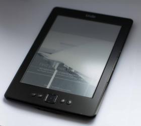 Продаю электронную книгу, читалку. Офигенная вещь. Зарядки хватает на