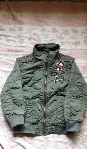 Maslinasto zelena jakna - Srbija: Savršena jakna za dečaka. Maslinasto zelena veličina 104 (3-4 godine)