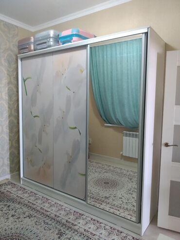 шкаф-3 в Кыргызстан: Продается шкаф-купе в идеальном состоянии! Стоит в комнате высотой