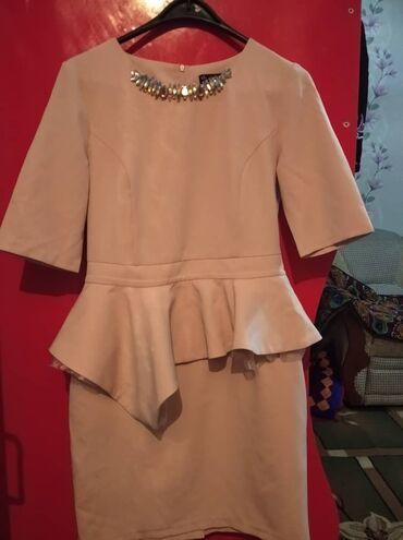 Платье б/у в отличном состоянии  500 сом