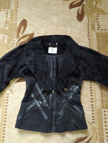 lasagrada куртки в Кыргызстан: Продаю стильную куртку lasagrada  размер 46 сидит просто идеально
