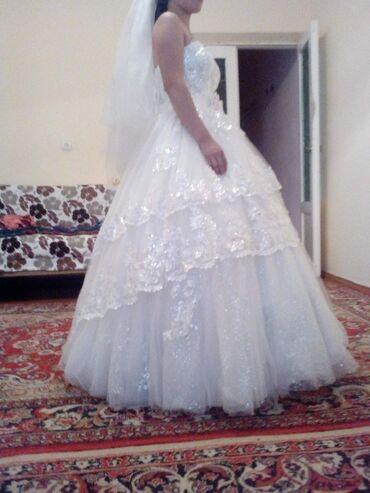1808 объявлений: Свадебное платья одевала один раз .44-46р качество отличное покупали д