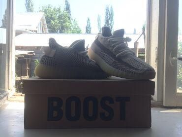 Личные вещи - Узген: Продаётся мужские кроссовки Yeezy Boost 350 v2 41 размера (бу). Два ра