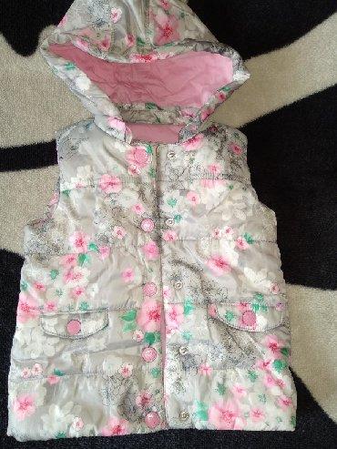 Детская одежда и обувь в Кыргызстан: Продам безрукавку б/у в отличном состоянии на малышку 1-2 года. Писать