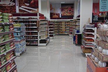 Bakı şəhərində Toyuq firmasina satici qiz Marketde